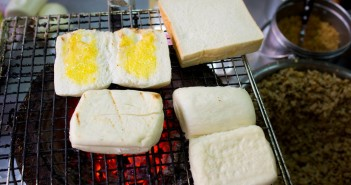【屏東美食】東港 佳吉飲料店 》香氣四溢的碳烤饅頭 4