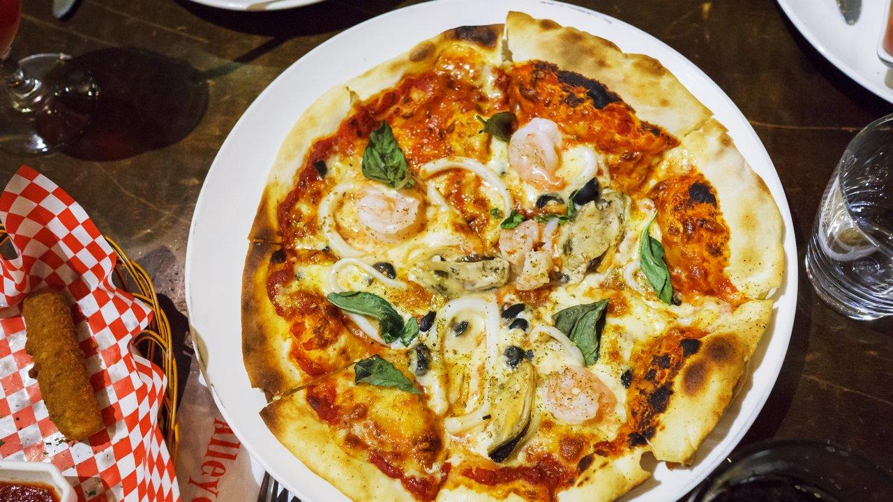 【台北美食】Alleycat's Pizza 巷貓餐廳 華山店 》文青之餘也別忘了吃 Pizza 1
