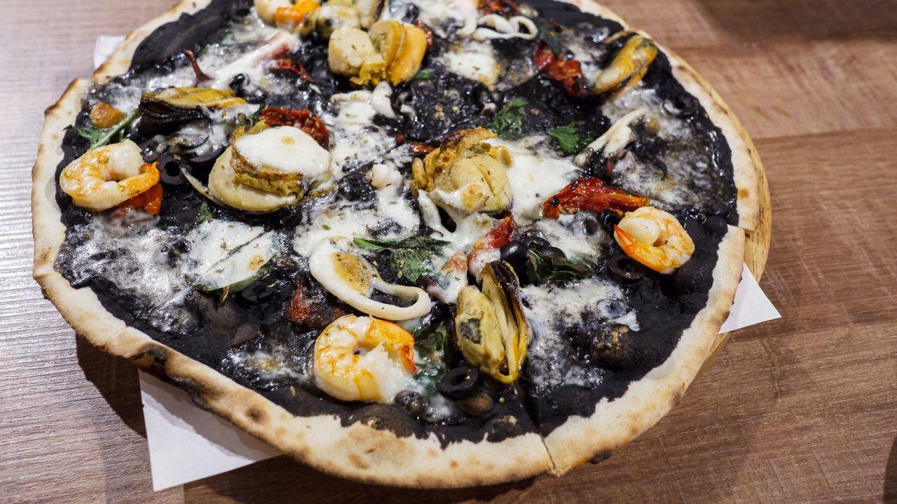 【台北美食】大安 PIZZERIA OGGI 敦南店 》拿坡里&羅馬披薩專賣:墨魚醬海鮮披薩太好吃啦! 1