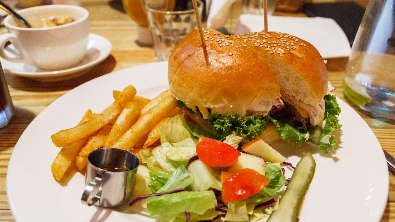 【台北食記】大安 REBEL BURGER 美式漢堡 台北店 》平淡無奇的起司培根漢堡 1